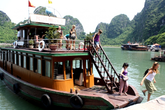 Halong bay 01 day tour boat650 640x480 - HA NOI – HA LONG BAY – HA NOI/ 01 DAY