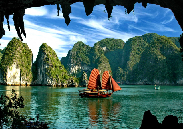 btlong boat 640x480 - HA NOI – HA LONG BAY – HA NOI/ 01 DAY