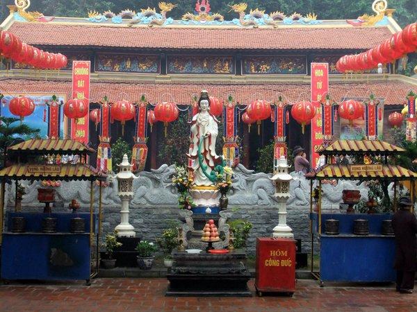 4902227 Long Tien Pagoda 0 640x480 - HALONG BAY SHORE EXCURSIONS