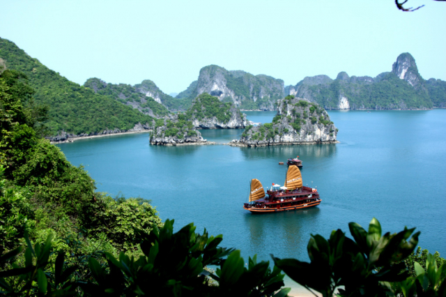 86c0ee0b56ea393118505640b4b4c888 1024x682 640x480 - HALONG BAY PRIVATE TOUR