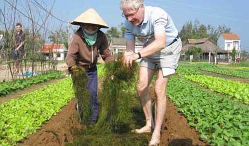 farmers1 8 640x480 - DA NANG & HOI AN SHORE EXCURSIONS