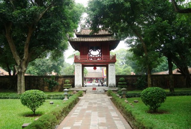 temple of literature hanoi vietnam 3 640x480 - NORTH VIETNAM TOUR (07 DAYS)